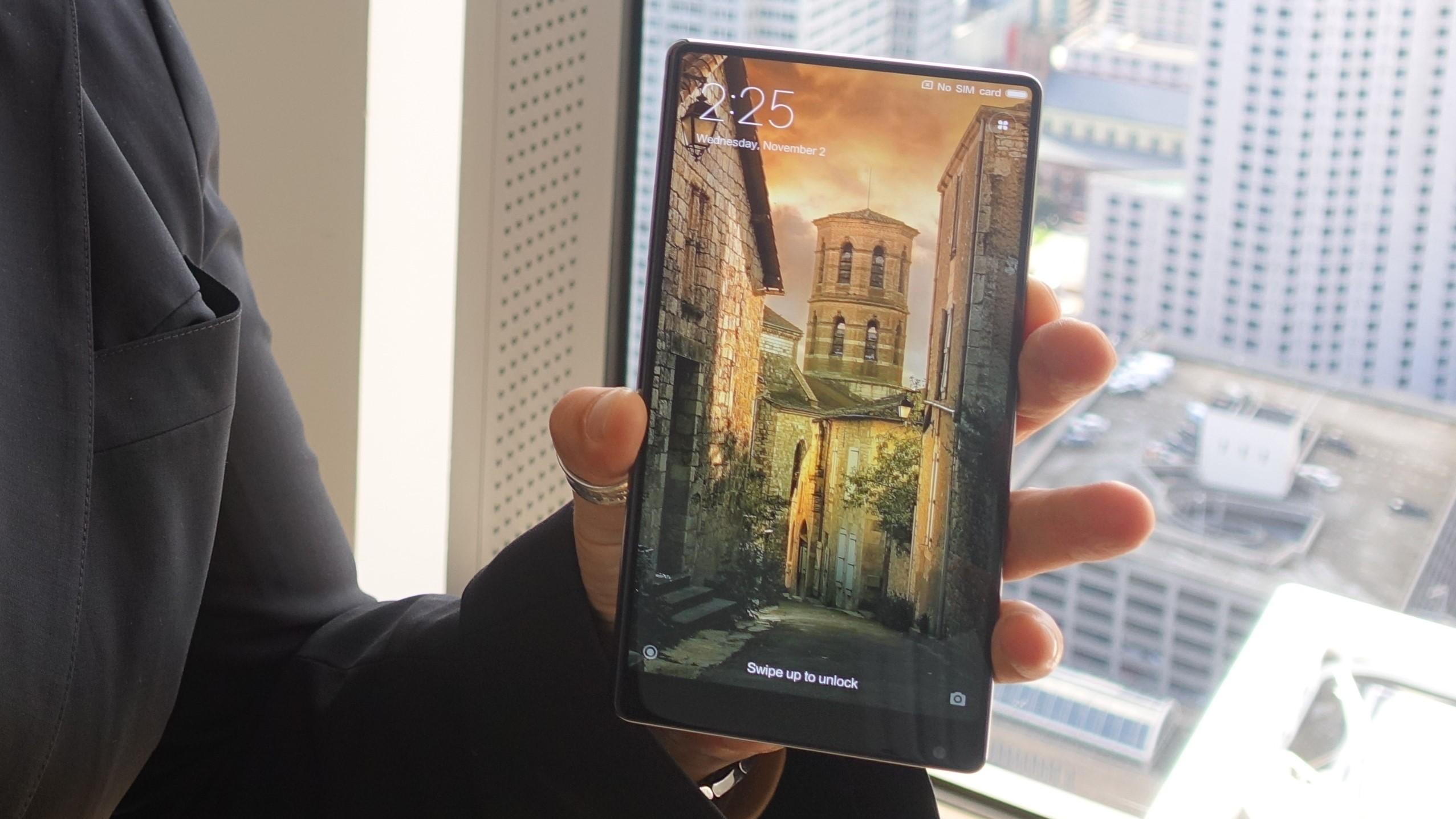 Blir iPhone 9 seende ut omtrent som en Mi Mix? Selskapet kommer med oppfølgeren Mix 2 i år.