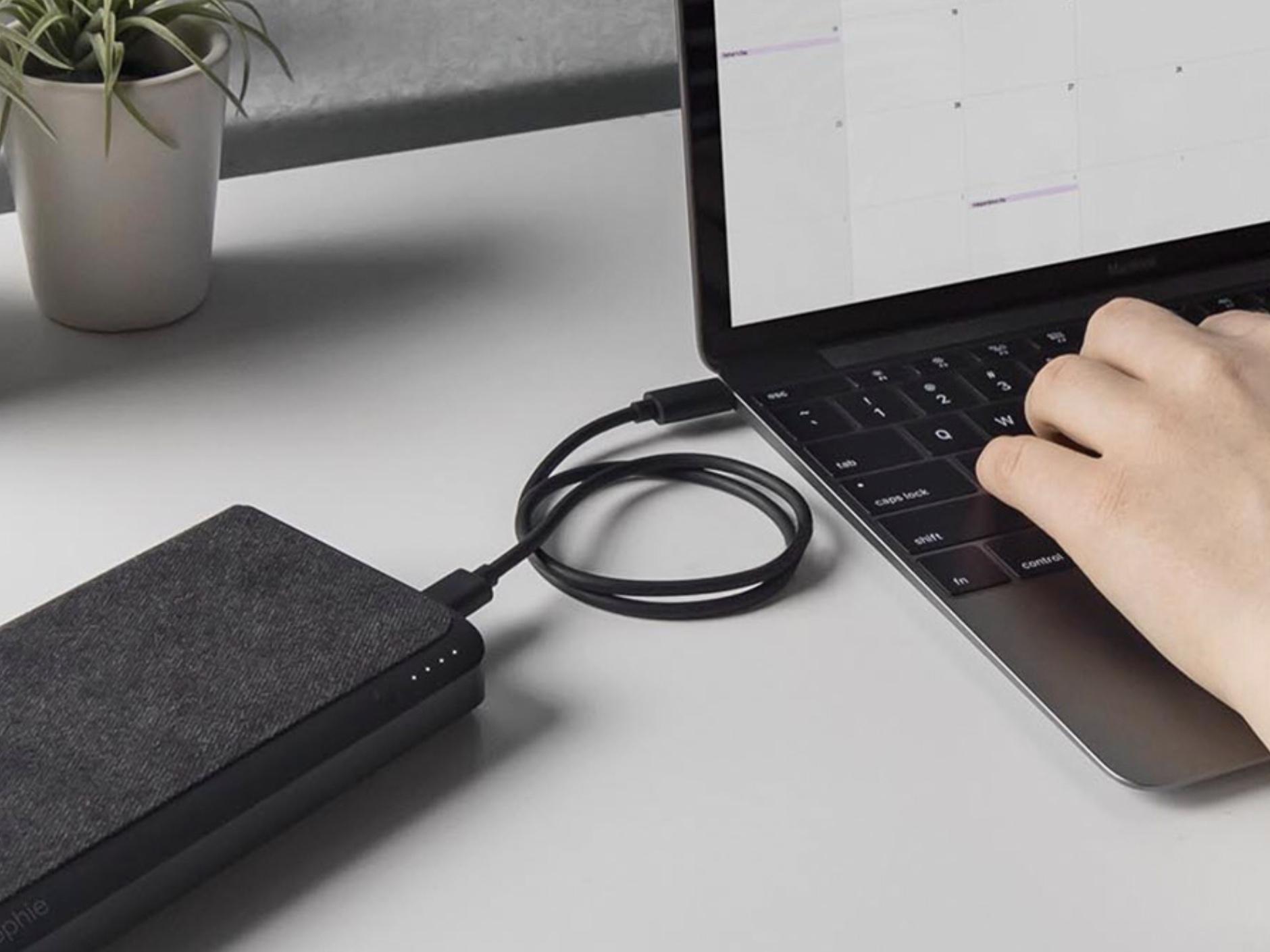Mophie har endelig lansert en USB C og A-lader med nesten 20 000mAh.