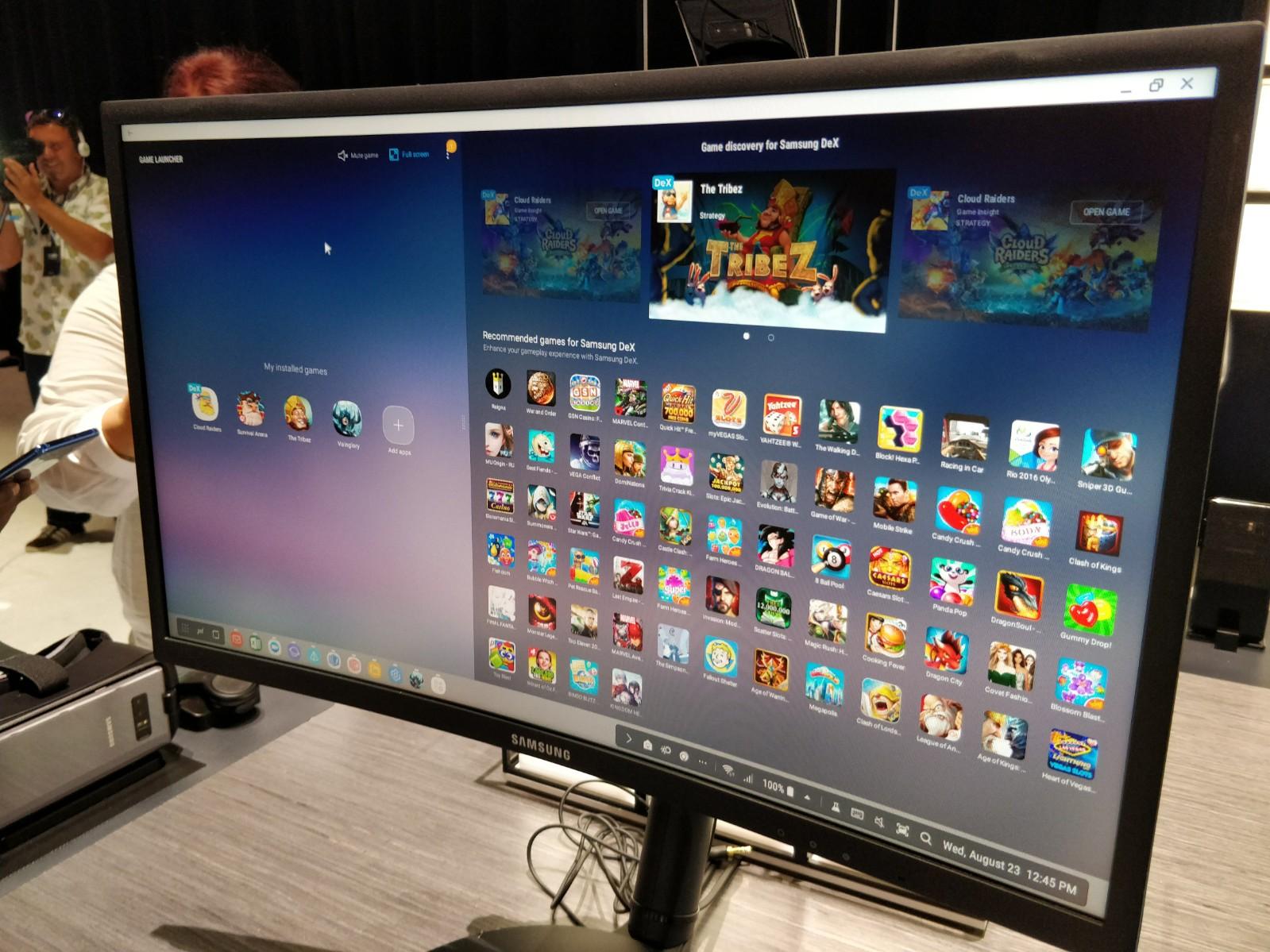 Det er langt flere titler optimalisert for DeX nå enn tidligere, blant annet det populære mobilspillet Vain Glory. Mobilen har dog ikke nok RAM til å holde Vain Glory kjørende i bakgrunnen om man åpner flere apper - da starter spillet på nytt.
