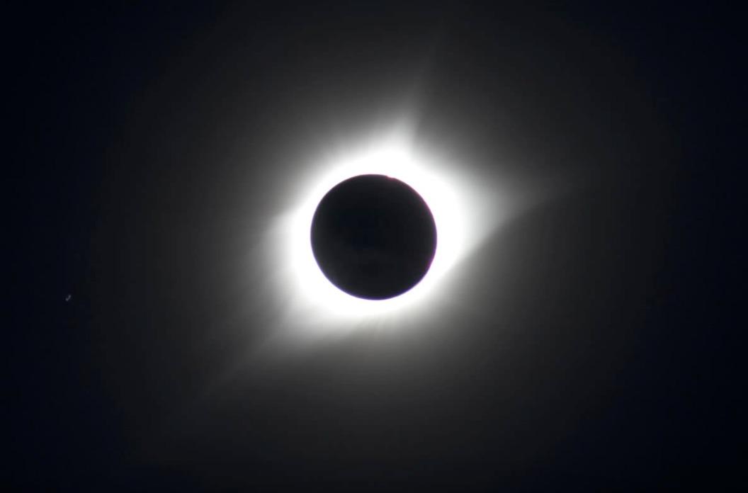 Det er imponerende hvordan de har satt sammen titusenvis av bilder slik at vi kan se solformørkelsen som aldri før.