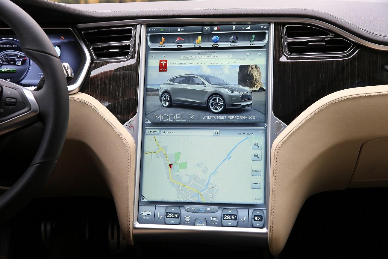 Irma-rammede Tesla-eiere får hjelp av bilprodusenten.