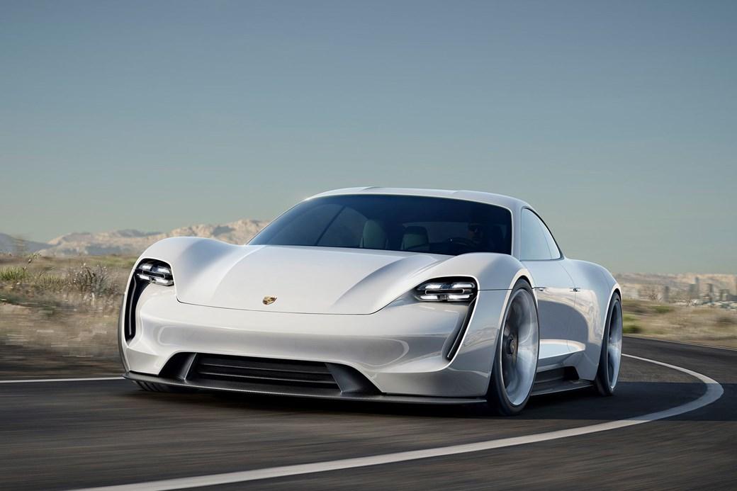 E Mission blir trolig den første elbilen til Porsche.