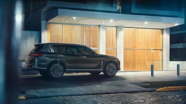 – I årene fremover vil vi lansere flere elektriske modeller, vi vil lansere volummodeller, nisjemodeller og luksuriøse modeller, noe både BMW Concept 8-serie og BMW Concept X7 iPerformance tydelig bekrefter, forklarer BMW.