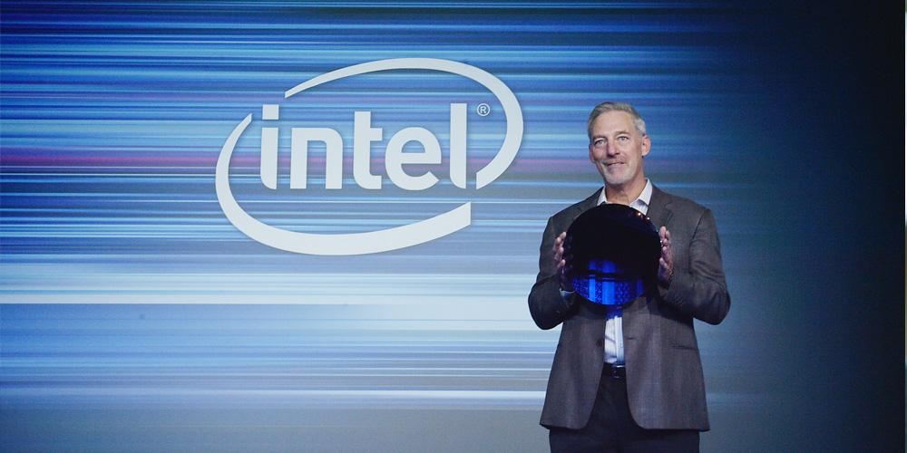 Intels Stacy Smith snakket om 10nm-prosess under arrangementet.