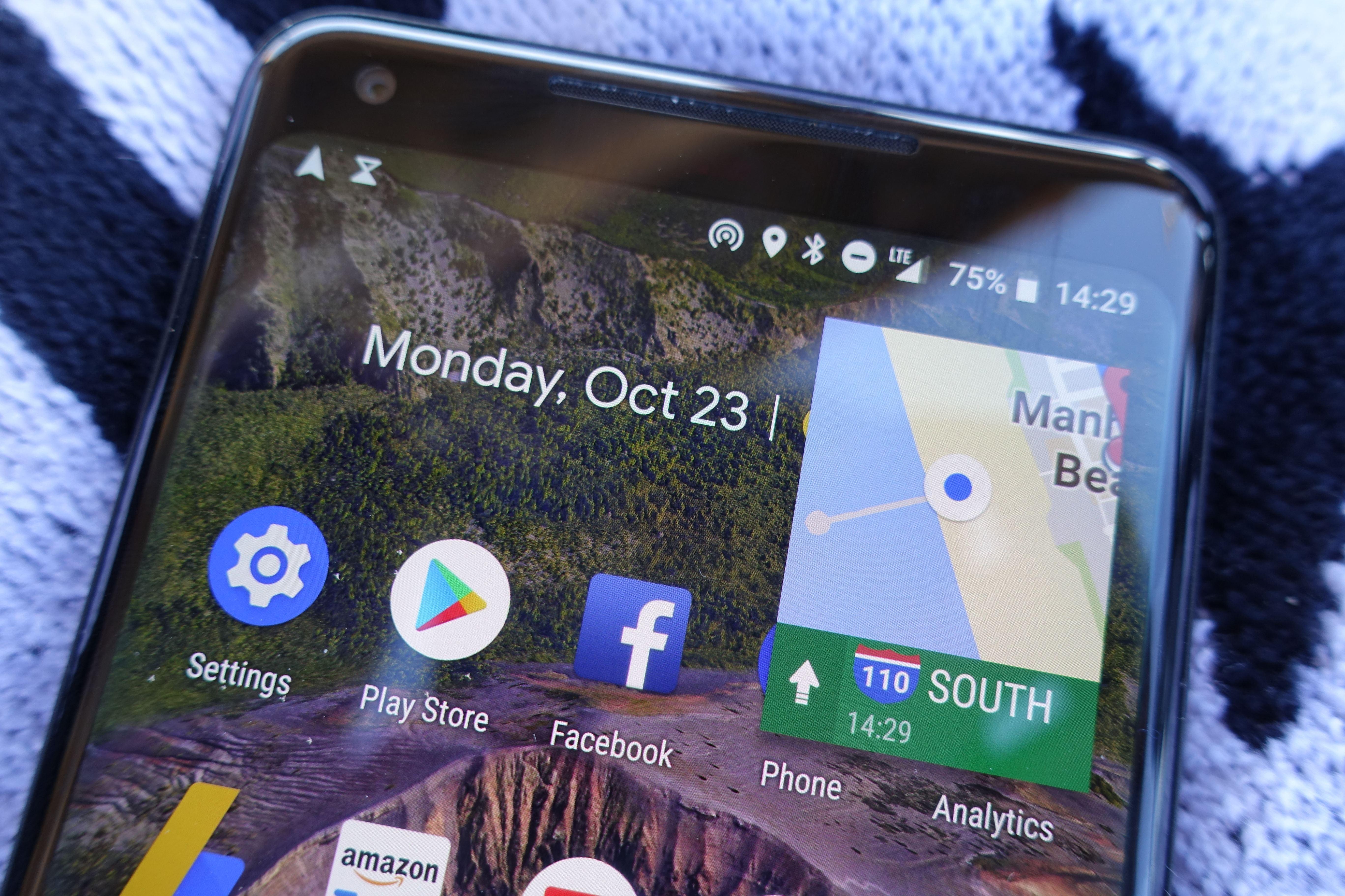 Android 8 sørger for automatisk å gjøre aktive apper, som har støtten, små når du trykker på hjemknappen.