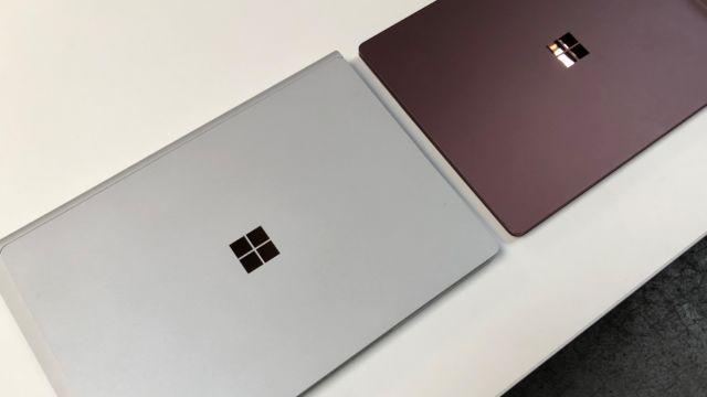Book og Laptop.