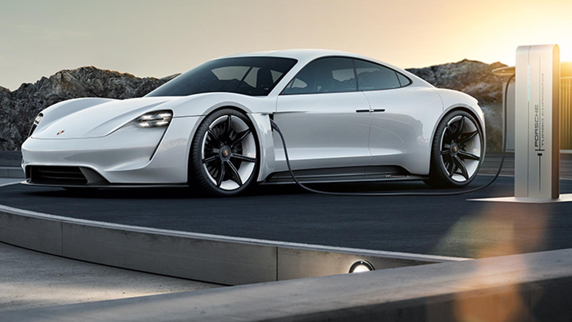 "Porsches ""E Mission"" kommer i 2019 og vil kunne lades utrolig kjapt."