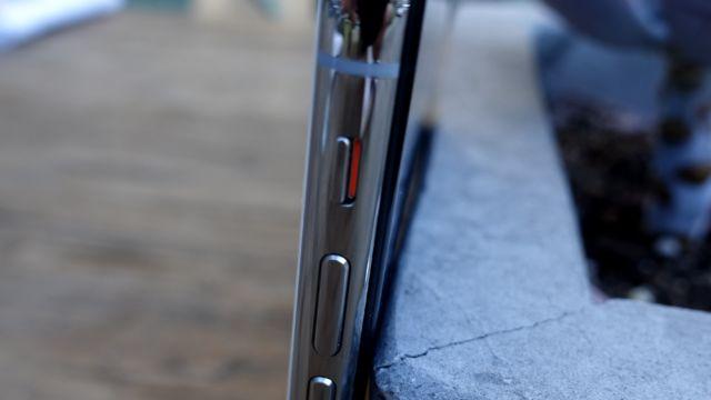 Produktet er en nydelig symbiose av glass og stål.