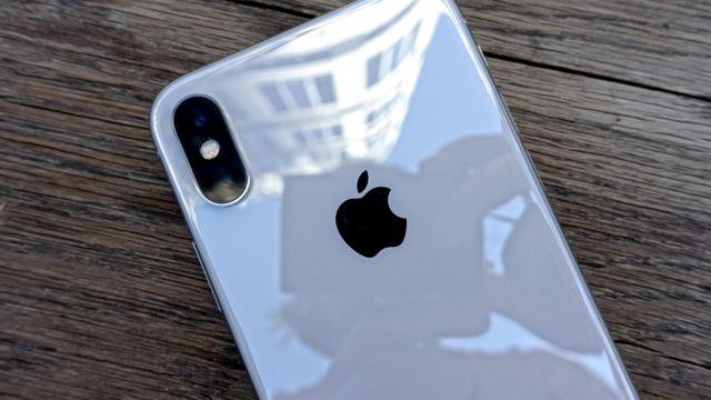 """Den er bare """"iPhone"""" å lese nederst på baksiden."""