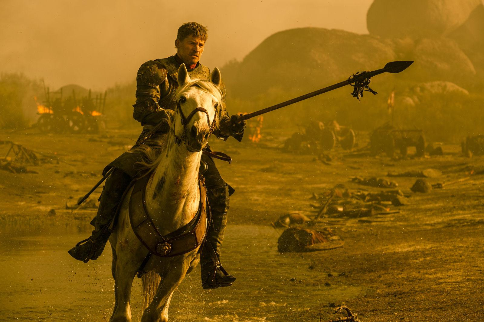 Time Warner eier HBO som igjen eier Game of Thrones-rettighetene.