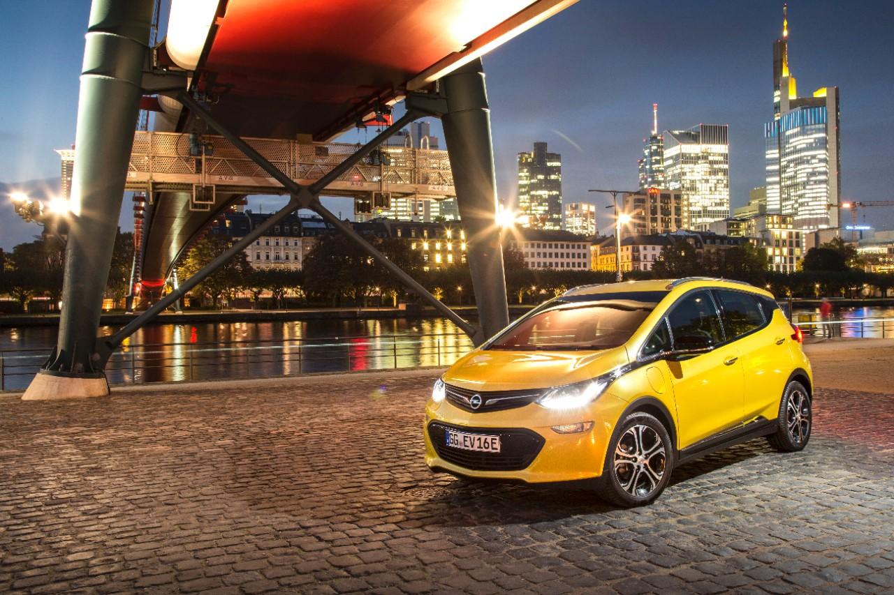 Opel og de andre elbilene kommer godt ut i ny utslippsundersøkelse.