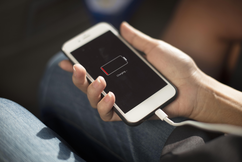 Apple-sjefer risikerer fengsel i Frankrike om en rettighetsgruppe mot planlangt utfasing vinner med maksstraff.