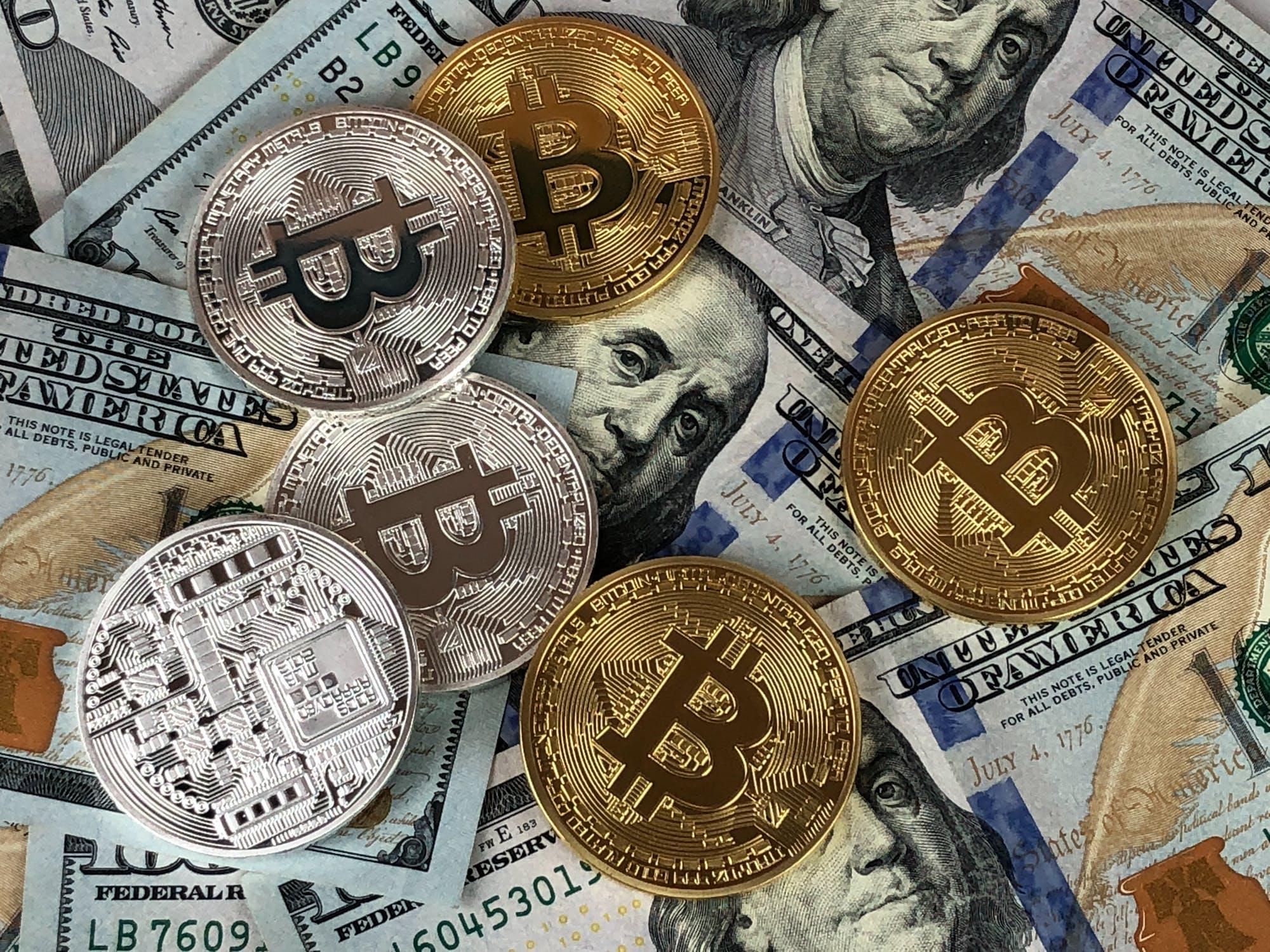 Bitcoin ble for alvor en del av mediebildet og kultu i 2017 med voldsomme opp- og nedturer.