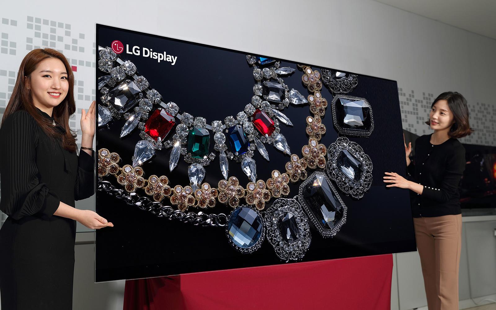 LG viser frem OLED-TV-en med 8K-oppløsning.