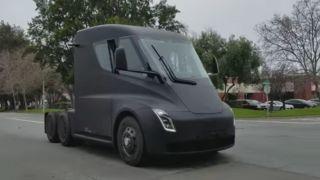 Her er Tesla Semi på veien i USA