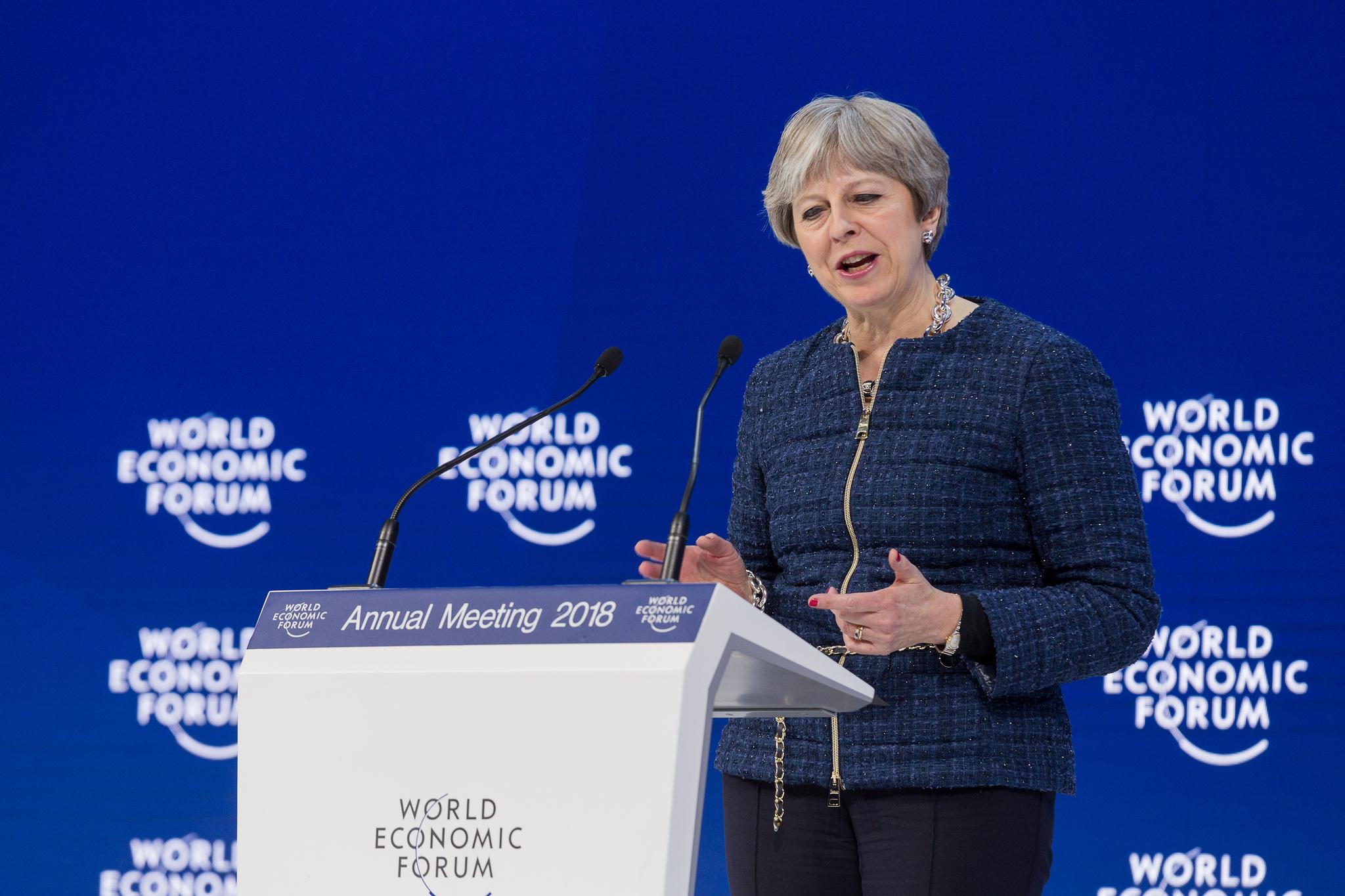 Theresa May under talen i Davos i går.