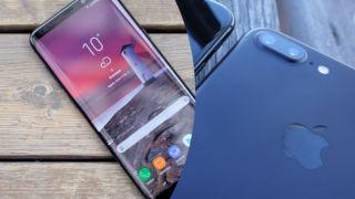 – Apple og Samsung har ikke fortalt kundene at oppdateringer kan ha negativ påvirkning for enhetene