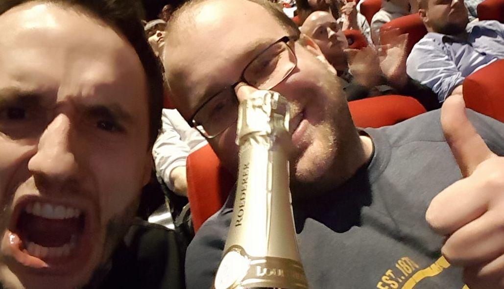 Det var stort å vinne, spesielt fordi vi kom inn i siste sekund. På venstre side: Øyvind Lundenes (CFO og Project Managment) og Anders Lindås (CEO og Lead Programmer)