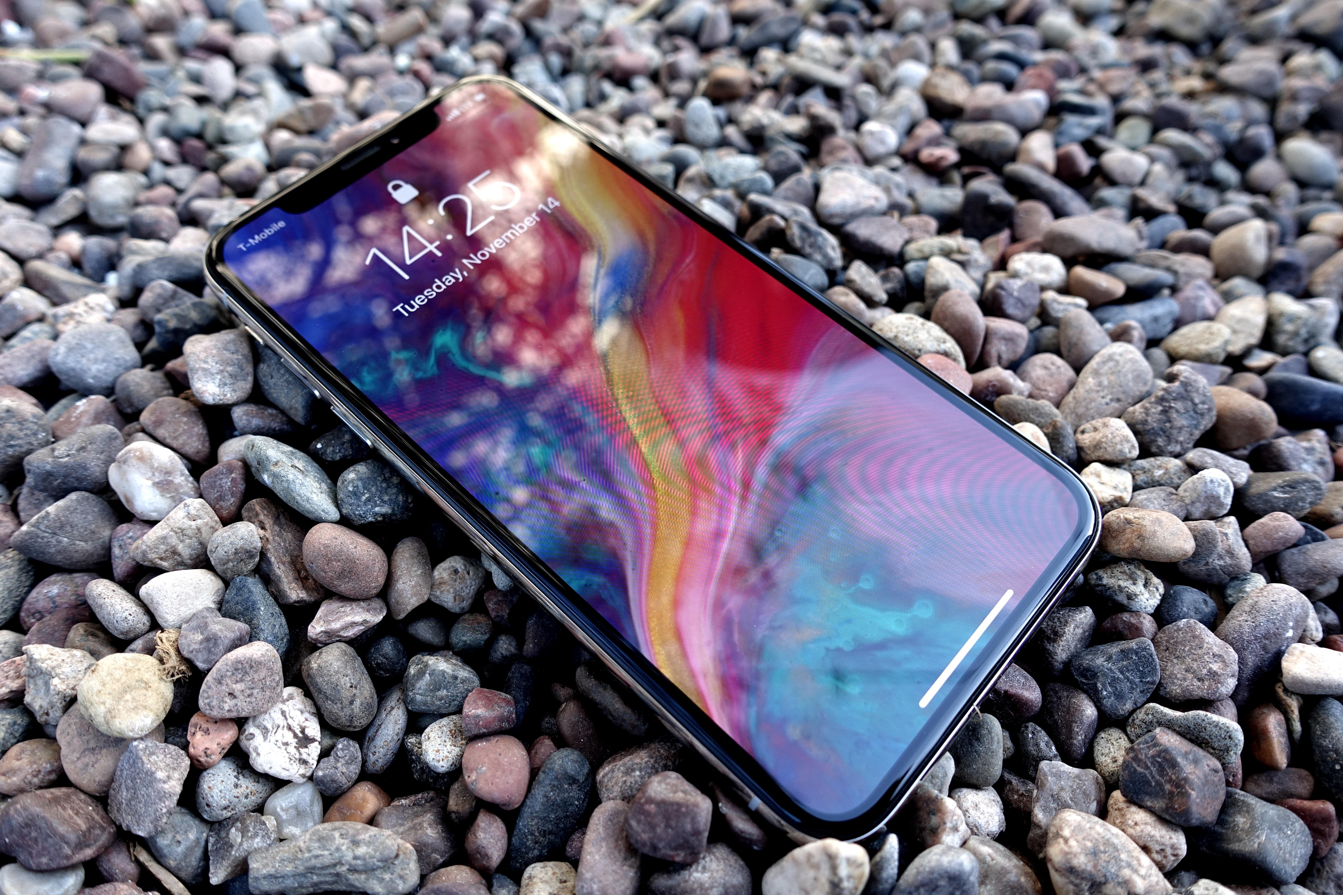 Apple iPhone X er etter vår mening den beste smartmobilen for de fleste. Om Apples tall er korrekte, er verden enig.
