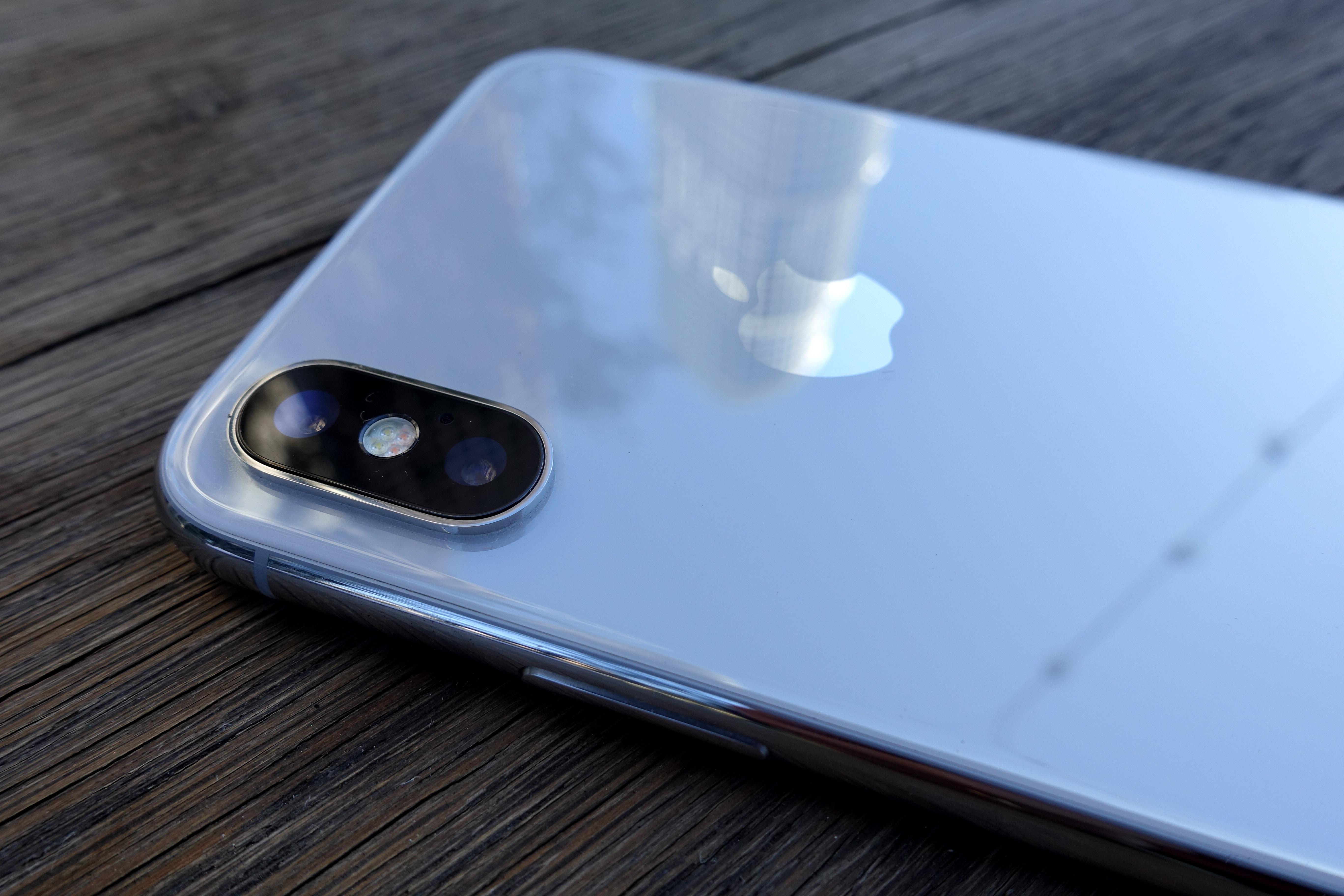 Når blir en iPhone for dyr? iPhone X koster fra 10 990 kroner, men er likevel mest solgt hos Telia.
