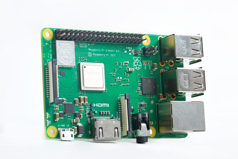 Her erRaspberry Pi 3 Model B+.