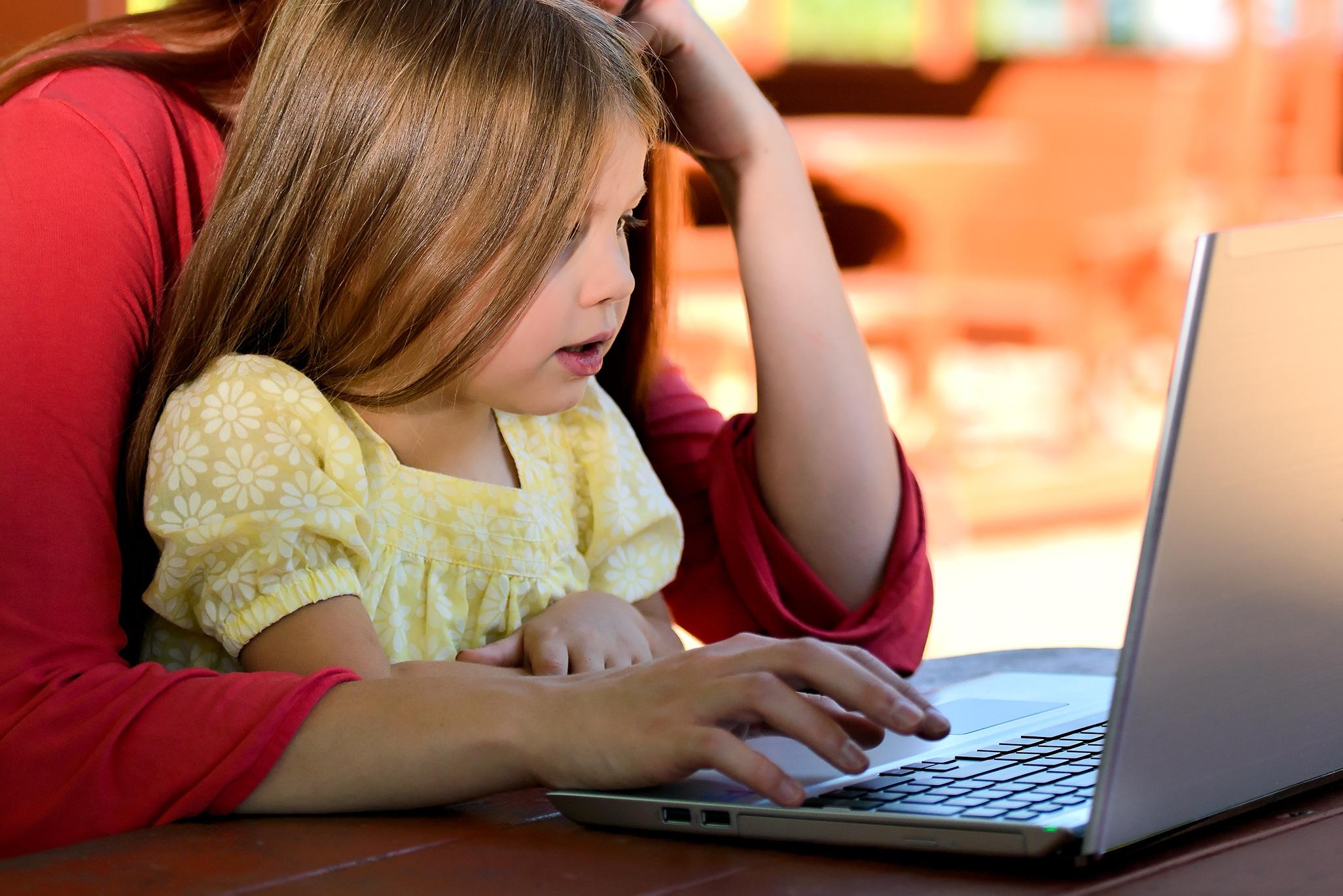 Barn kan ha masse nytte av nettet, men les dette for å være klar over farene der ute.