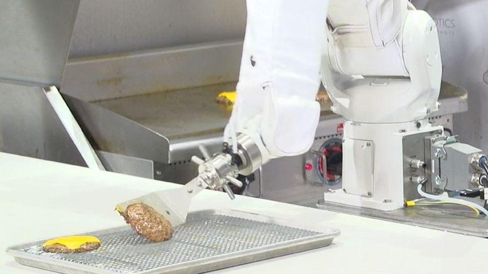 Selskapet bak roboten lover 100 000 timer kontinuerlig arbeidstimer fra Flippy - det er menneskene som må læres opp. Utfordringen er å finne studenter som vil flippe burgere i stedet for å kjøre Uber og Lyft.