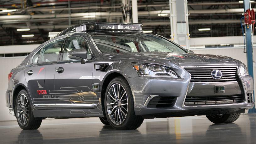 Som følge av Uber-ulykken innstiller Toyota testingen av sine selvkjørende biler på offentlig vei.