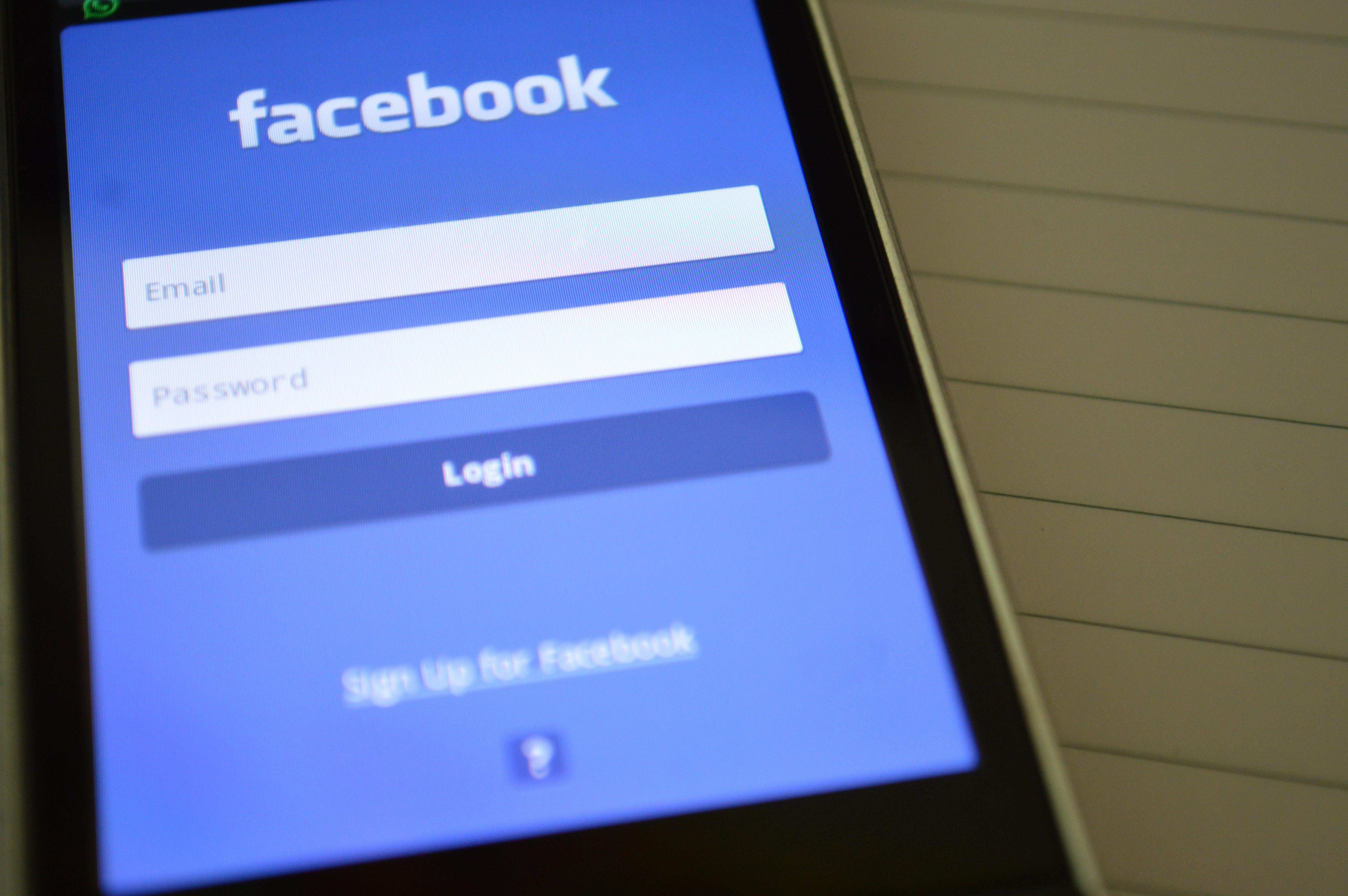 Facebook innrømmer de leser alt du skriver