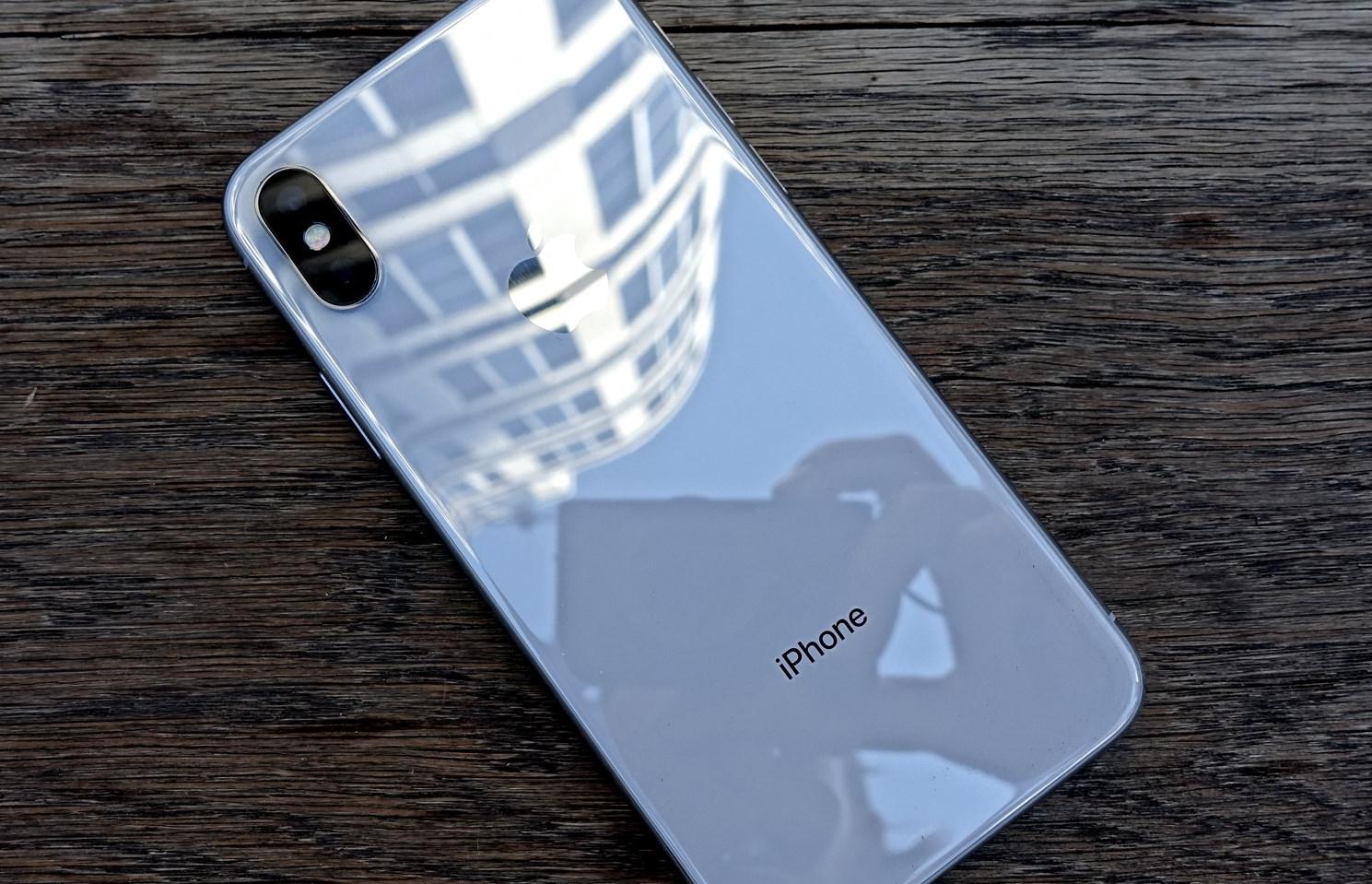 Det kan komme en superbillig iPhone - halve prisen av iPhone X men større skjerm