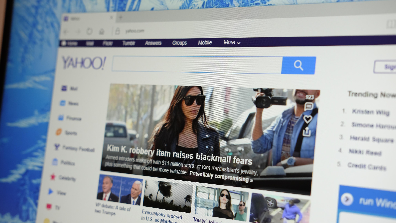 Millionbot og fengselsdom etter Yahoo-hacking.