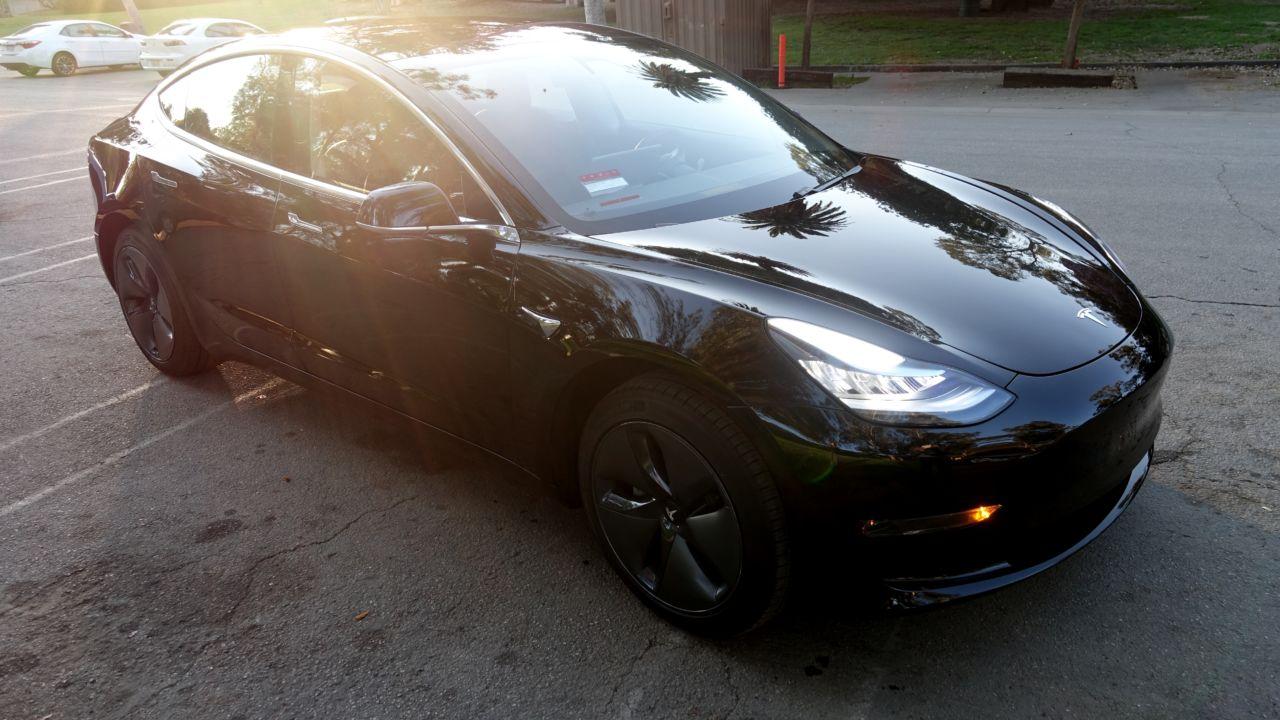 Tesla forbedrer Model 3-bremsene via programvareoppdatering.