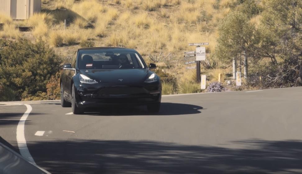 Hevder det er noe feil med Model 3-bremsene