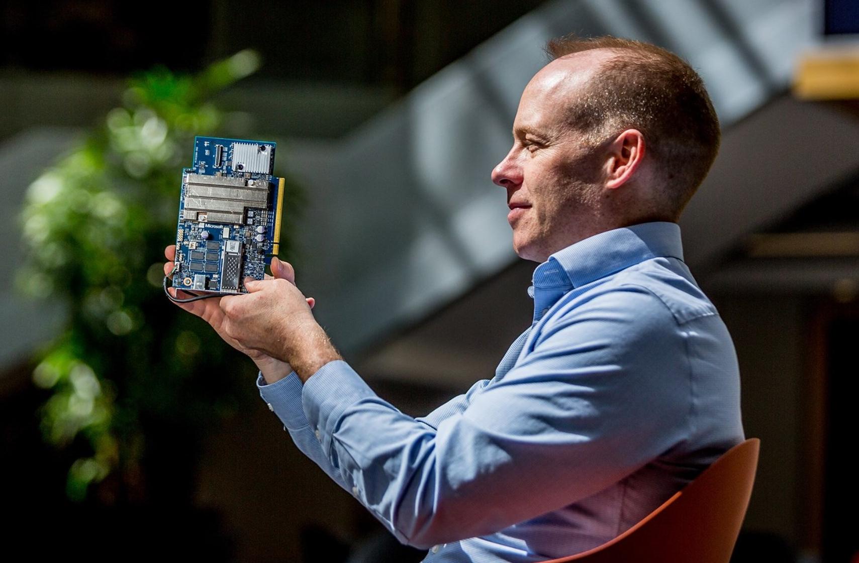 """Hva i all verden er """"edge AI""""? Vi snakket med Microsofts AI-mann om den utrolige fremtiden vi har i vente"""