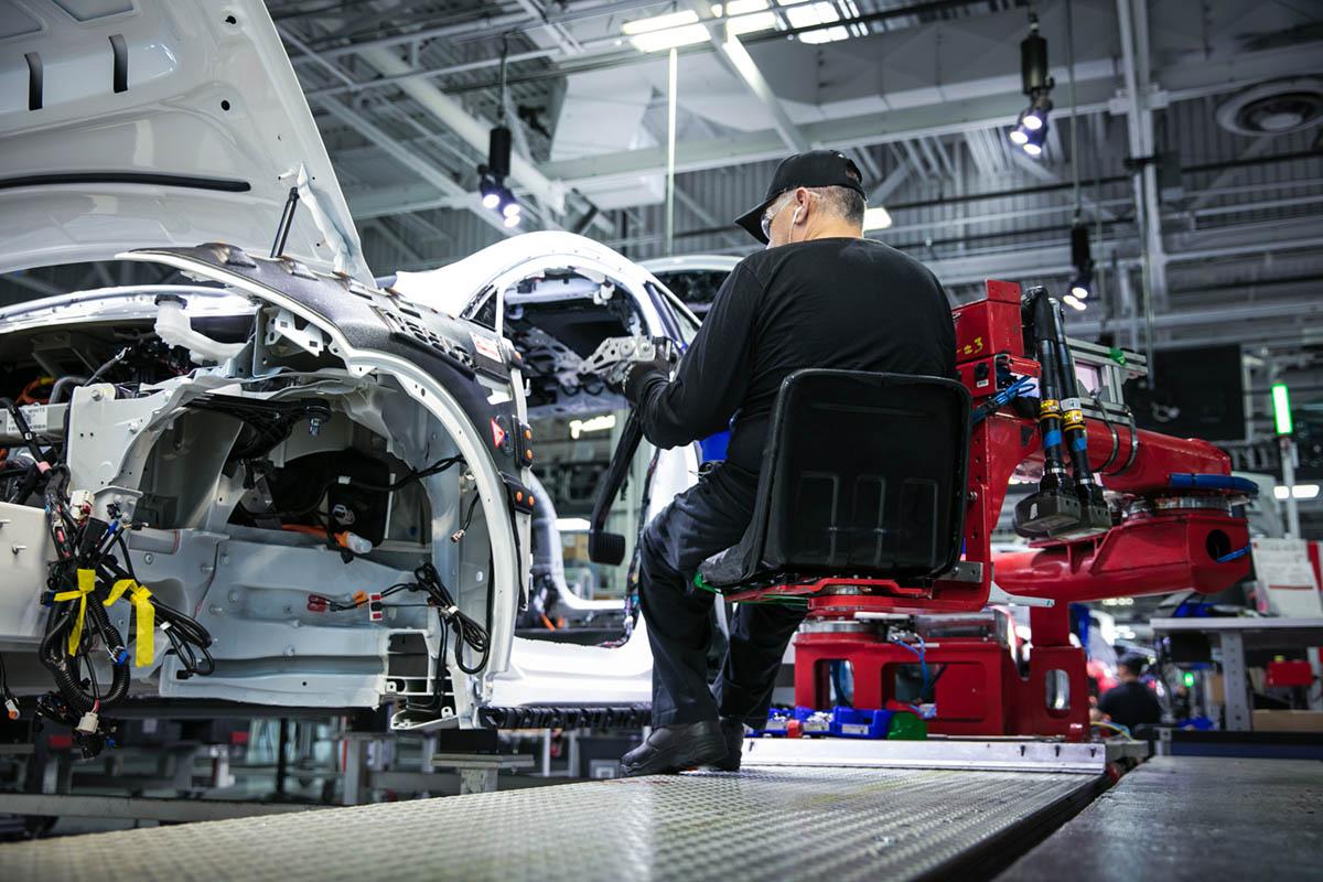 Gjetter du hvor lite det koster Tesla å produsere Model 3?