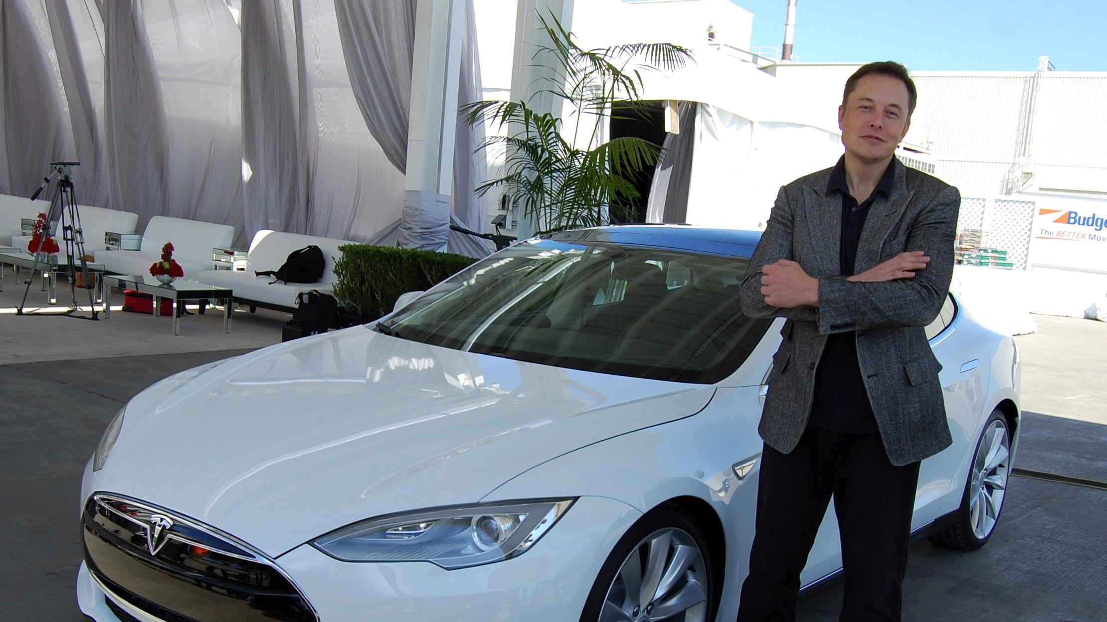 - Elon Musk må gå.