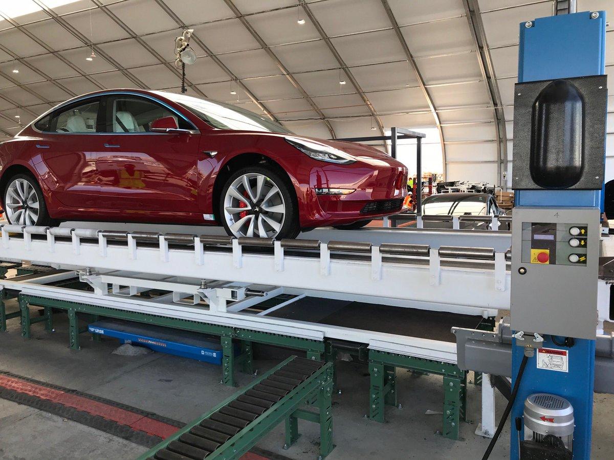 Nå lager Tesla den råeste Model 3-bilen.