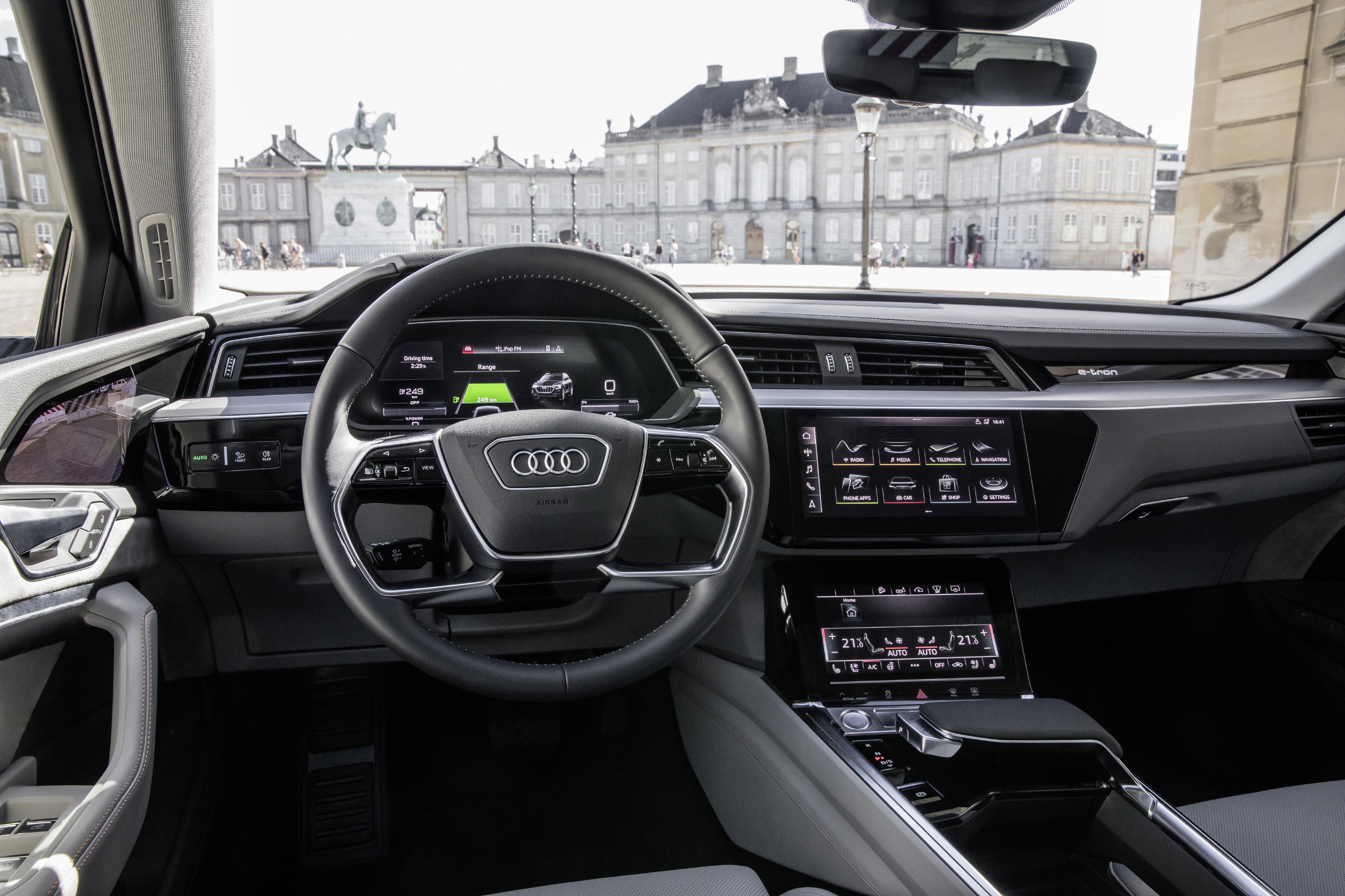 Se rykende ferske bilder av Audi e-tron-interiøet - speilene er byttet ut med kameraer.