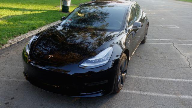 420 000 personer venter på Tesla Model 3.