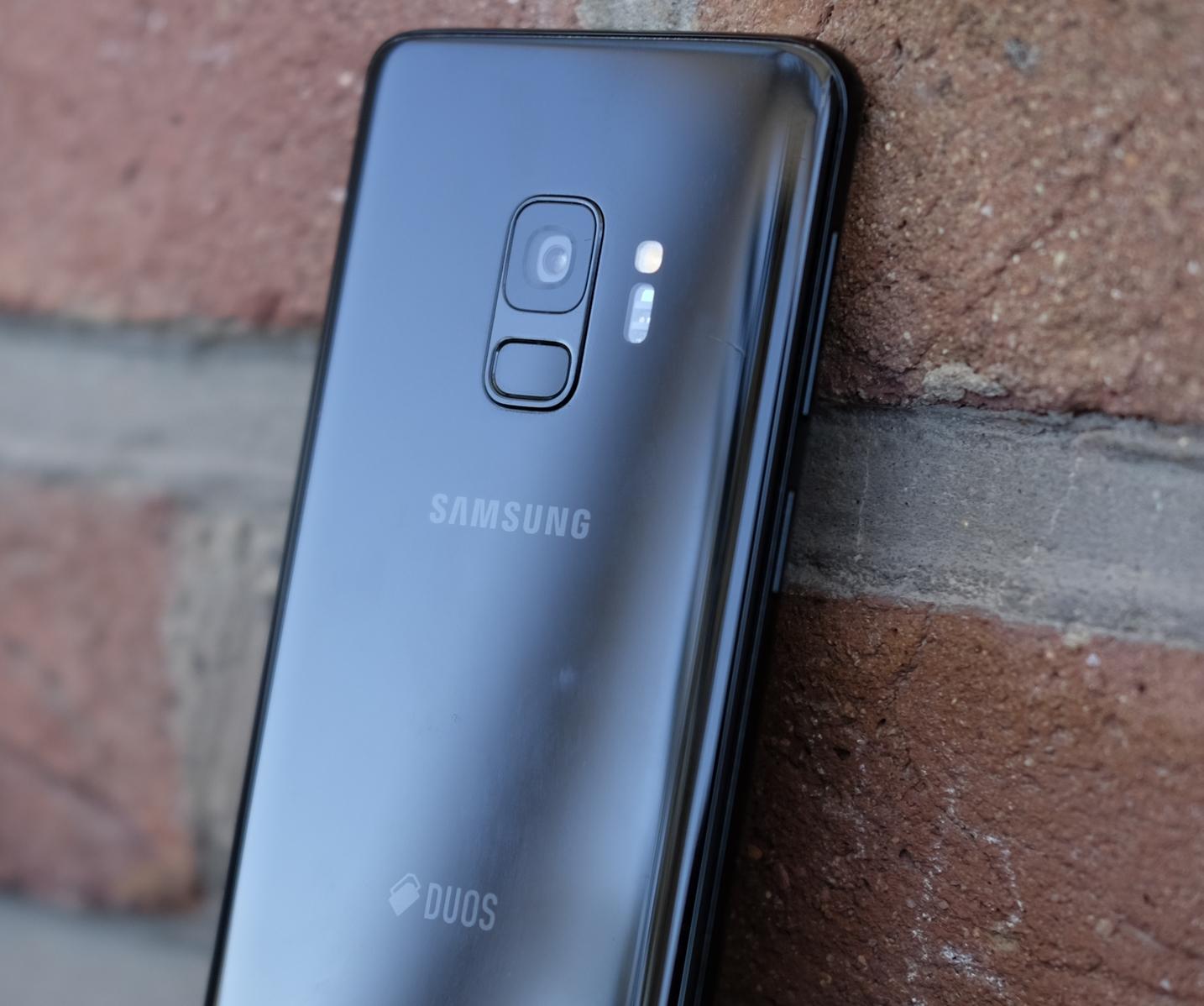 Nå opplever Samsung-kunder marerittet: sender SMS-er og bilder til tilfeldige personer