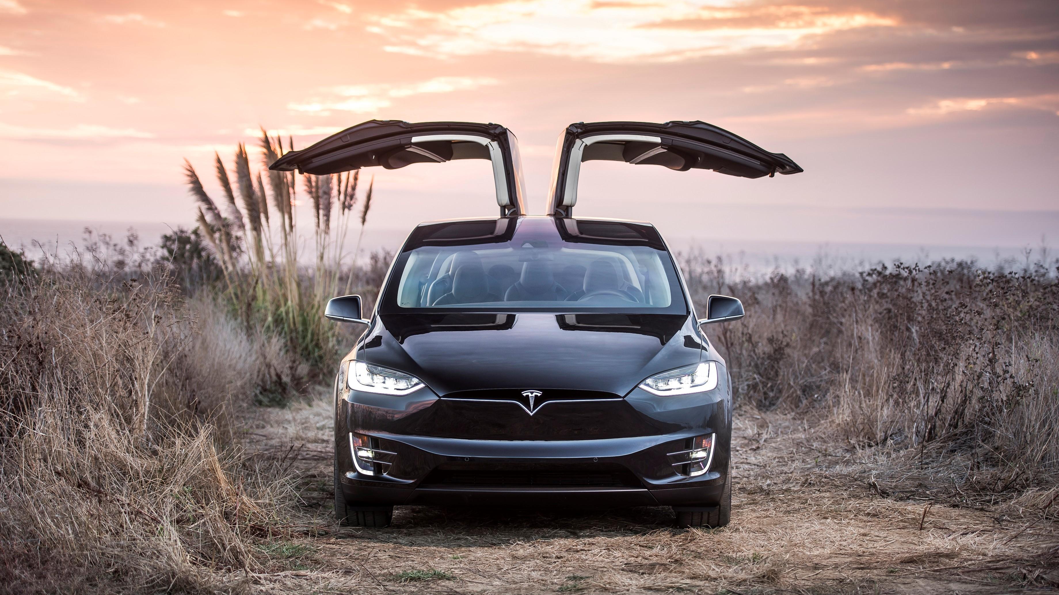 Tesla: - Apple har 100 ganger mer penger enn oss.