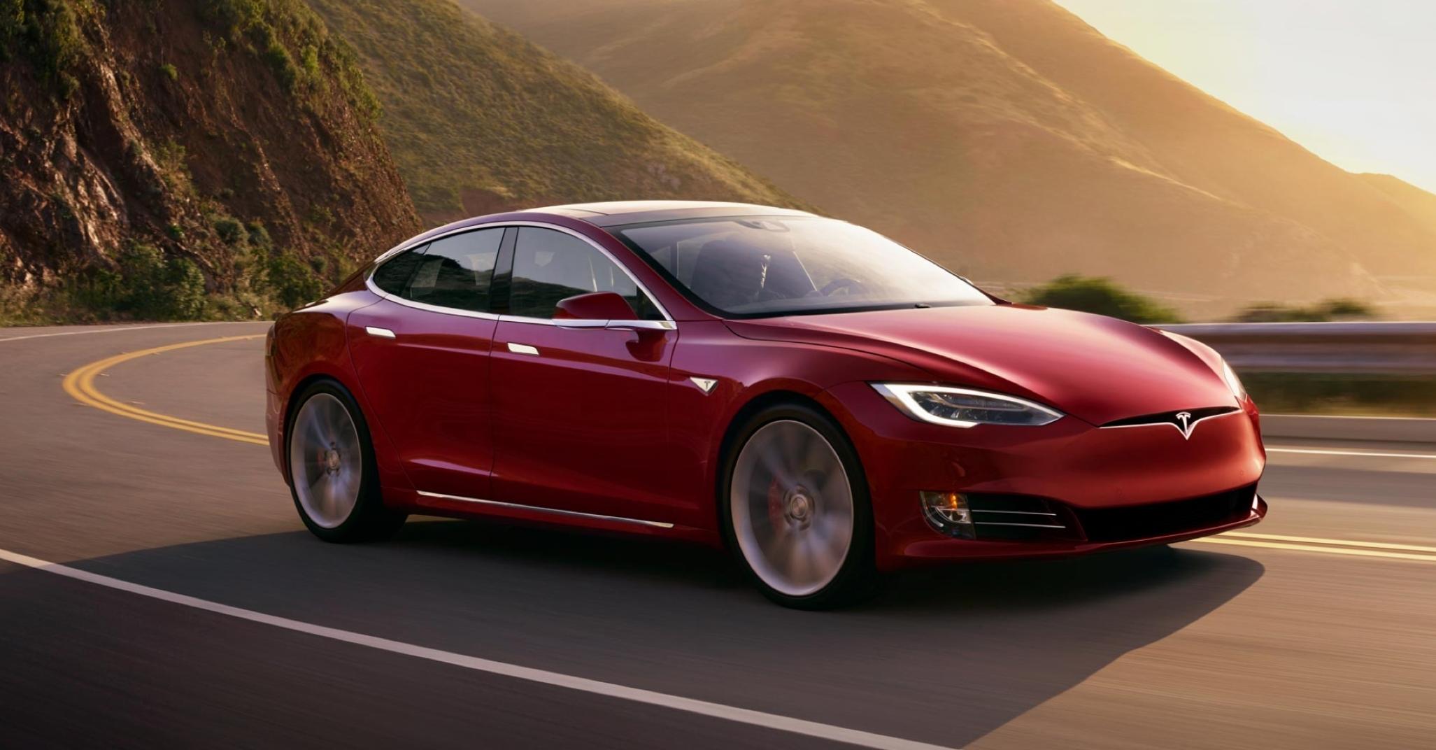 Musk og Tesla undersøkes av amerikanske myndigheter