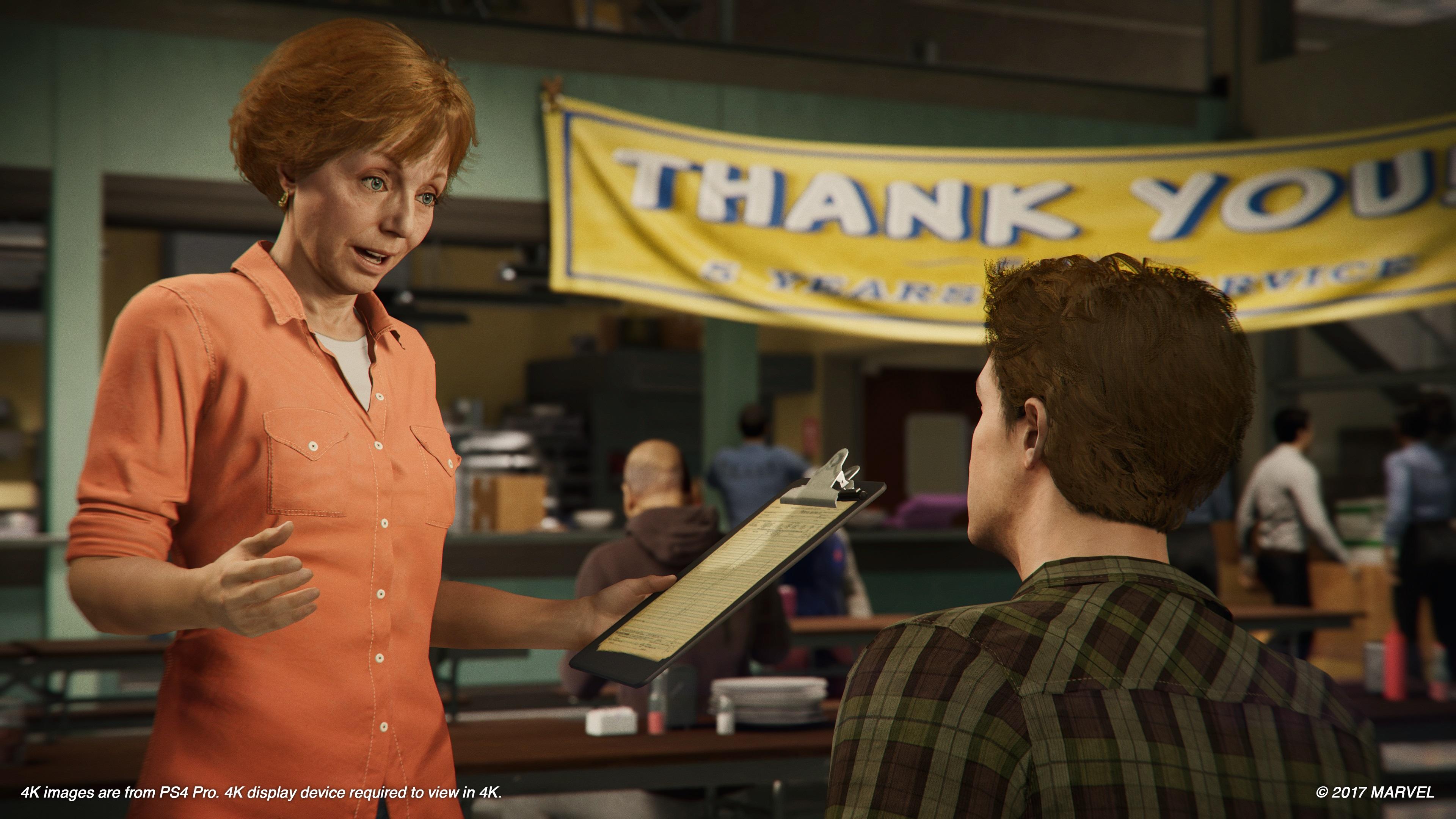 Tante May er med i historien. Her med Peter Parker.