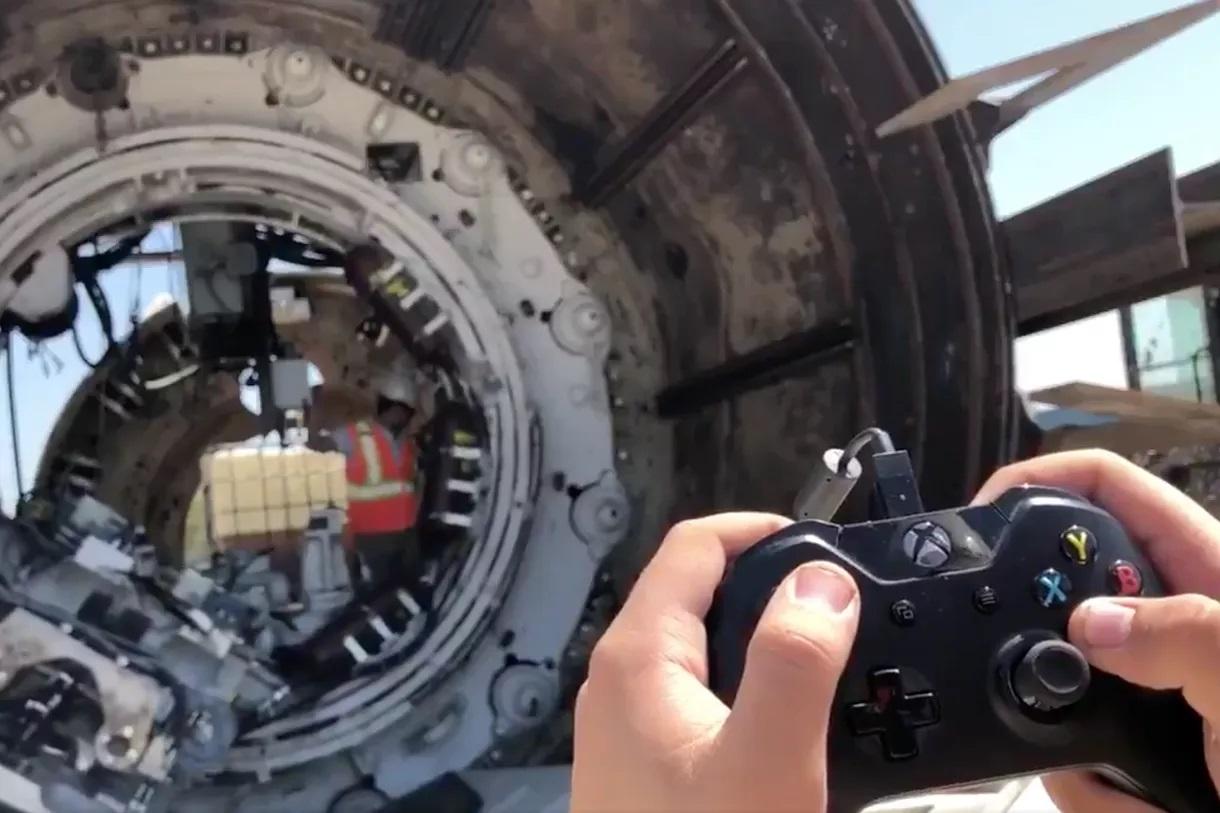 Elon Musk-selskapet styrer boremaskinen med en Xbox One-kontroller.
