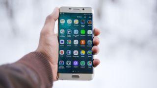 Dette må mobil-produsentene betale Google i Norge