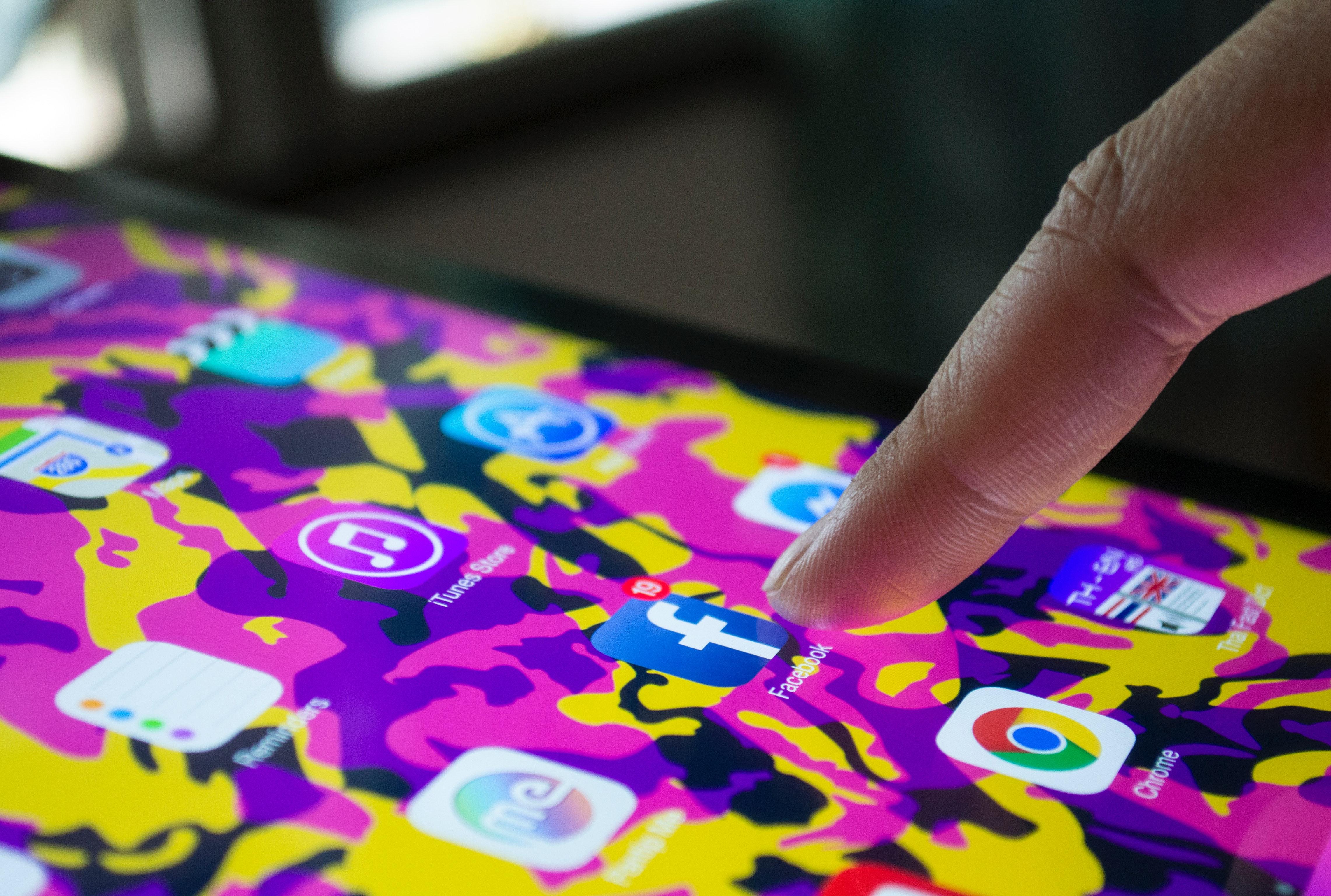 Facebook lar brukerne dele musikk gjennom deres historier og profiler