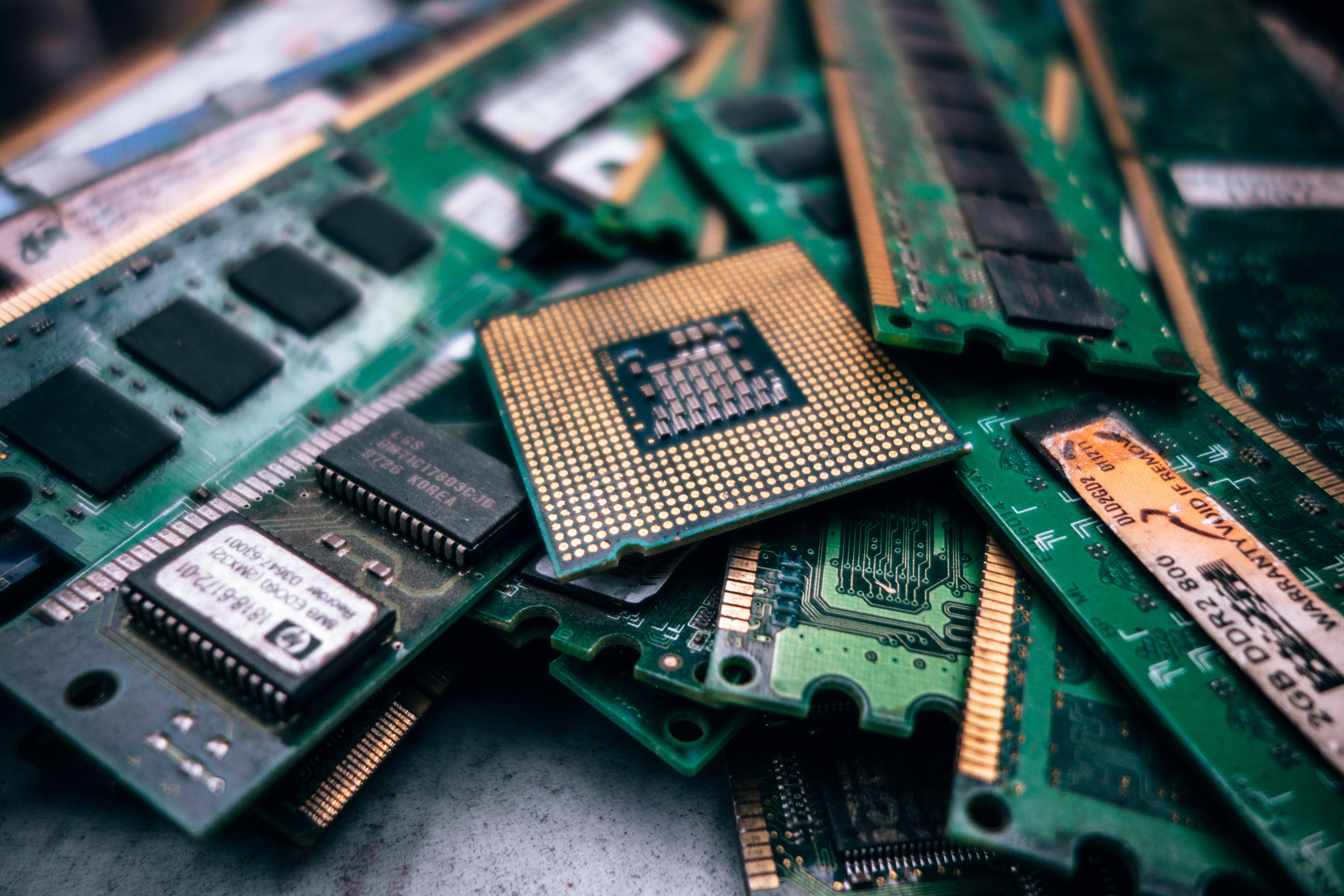 SSD-prisene har sunket i det siste. Neste år vil både RAM og SSD bli enda billigere, ifølge analyser.