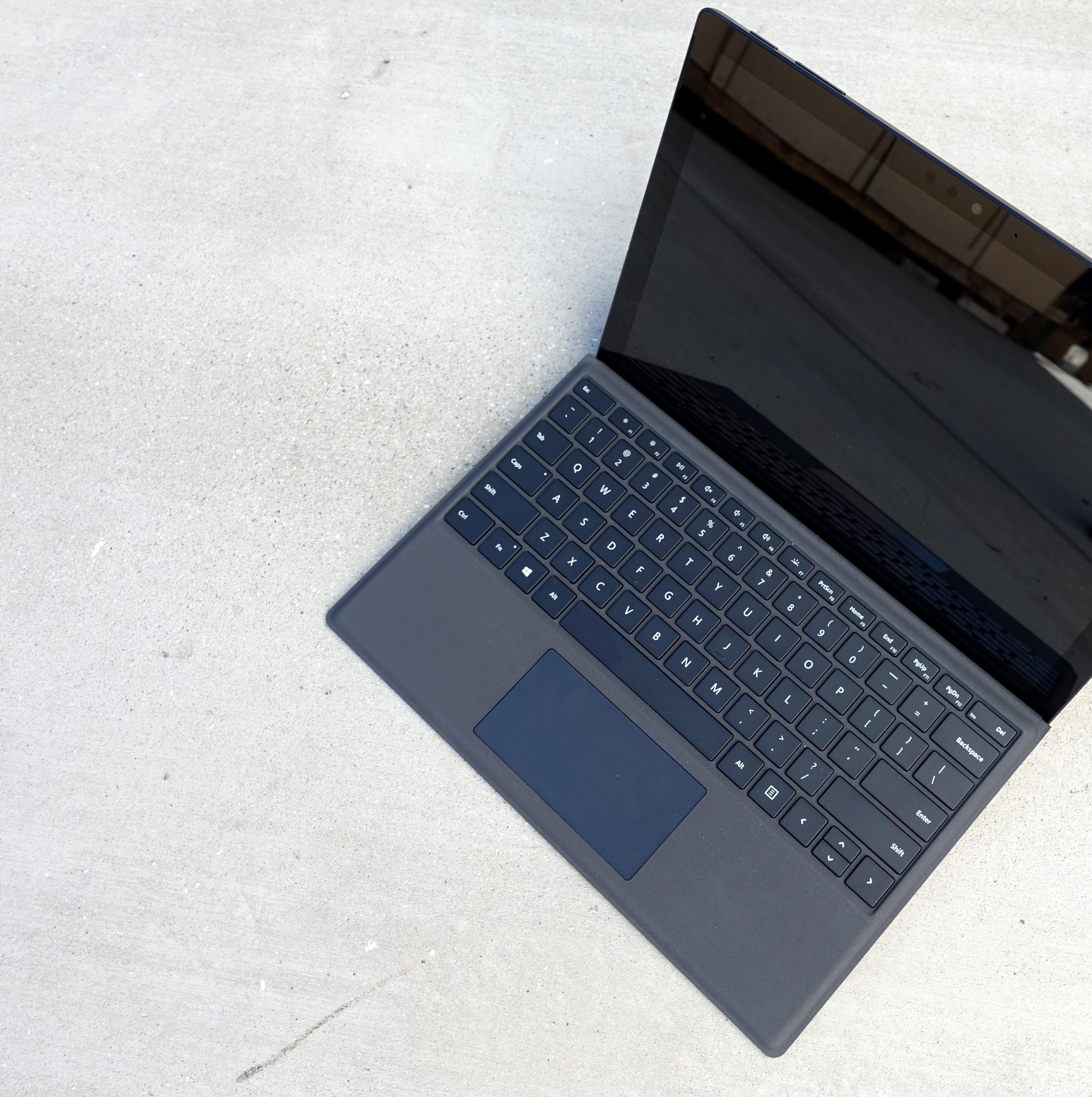 SNIKTITT: Surface Pro 6 - jeg burde ikke like den så godt