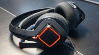 TEST: Dette hodesettet kjøler ned ørene dine mens du spiller!