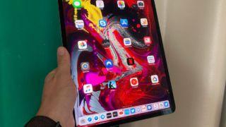 SNIKTITT: iPad Pro 12.9 – utrolig maskinvare stoppes av leke-OS